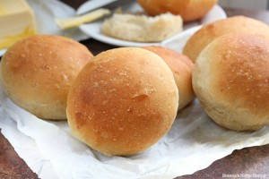 Caramelized onion dinner rolls