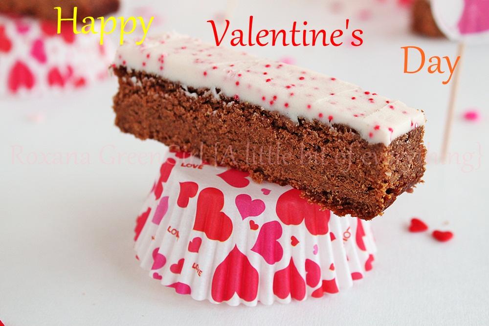 Valentine's Day Cookie Bars | roxanashomebaking.com