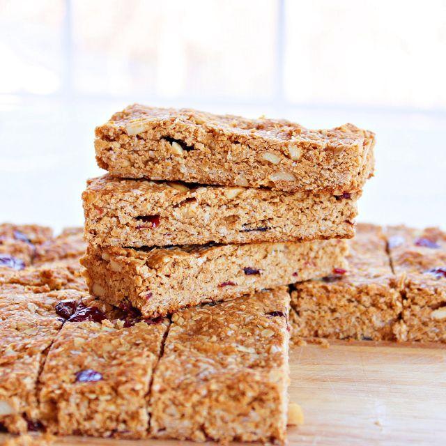 homemade granola bars | roxanashomebaking.com