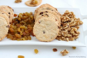 Raisin cheese crackers
