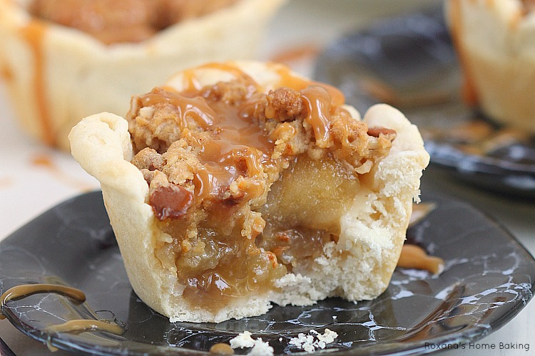Apple pie cups with cinnamon streusel topping recipe