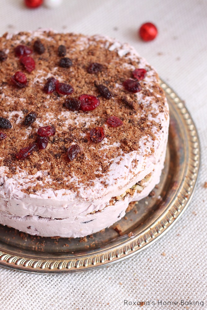 This year impress your friends and family with this light no-bake Christmas fruit cake. Only 6 ingredients needed!!!